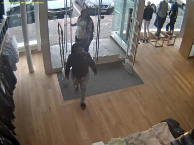 Shoplifters gap 4